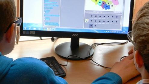 Empresa Amiga da Criança, Suprisul, doa 15 computadores para crianças e adolescentes